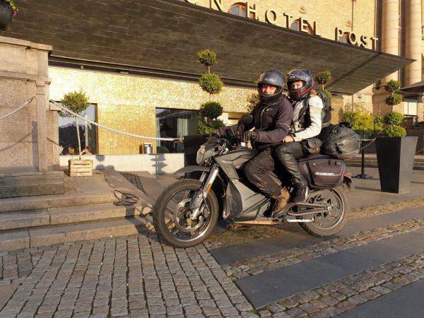 Andreas Molin och Therese Ewertson på Zero DSR genom Europa.