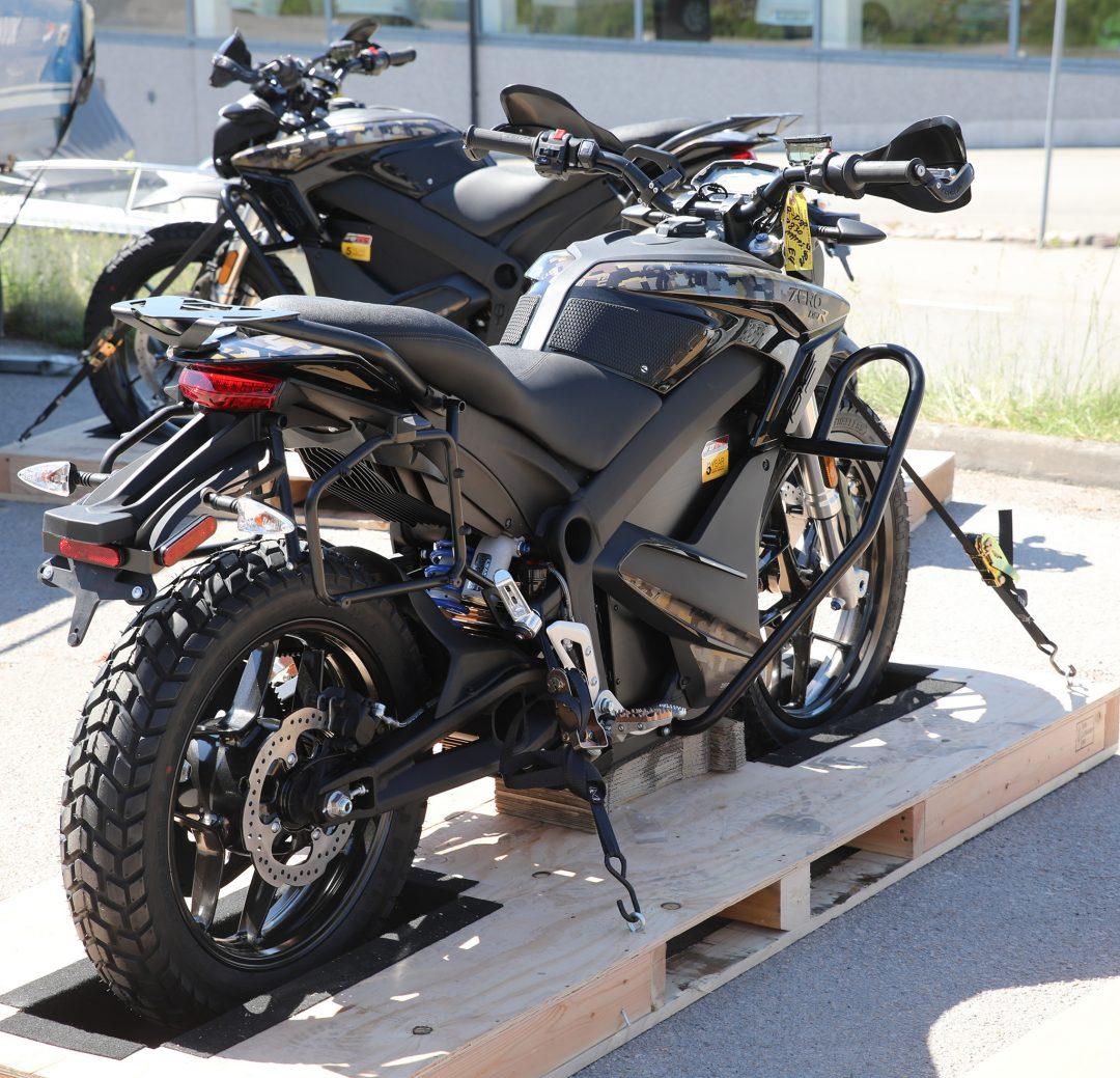 Två nya Zero DSR Black Forest Edition har nu anlänt till Växjö. Den ena ska till Kävlinge och den andra stanna och bli demo tillgänglig för provkörning på Mickes Motor i Växjö.