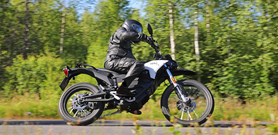 Zero FX är riktigt kul att köra även på kurviga asfaltsvägar. Foto: Tor Hammarbäck