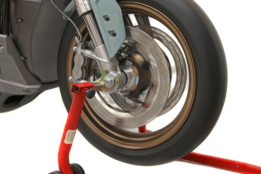 Dåliga hjullager hörs som regel när hjulet snurras.