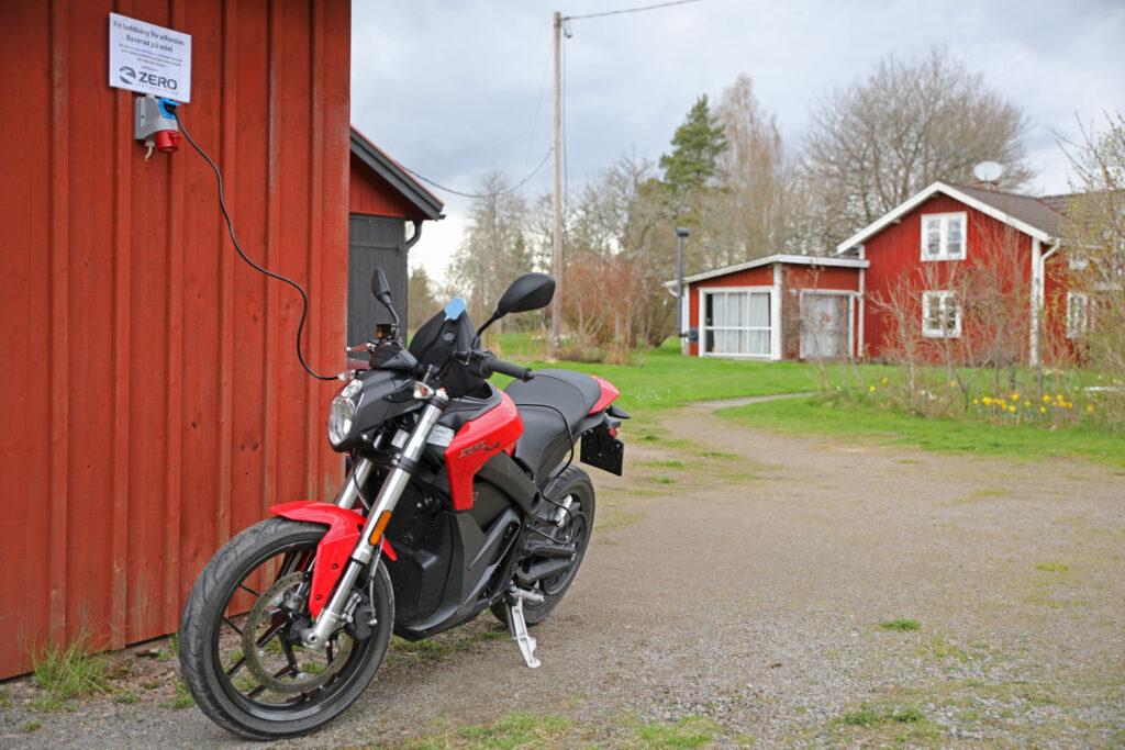 Fri laddning för elfordon baserat på solel på Odensjö Jönsagård, en del i uppladdning.nu.