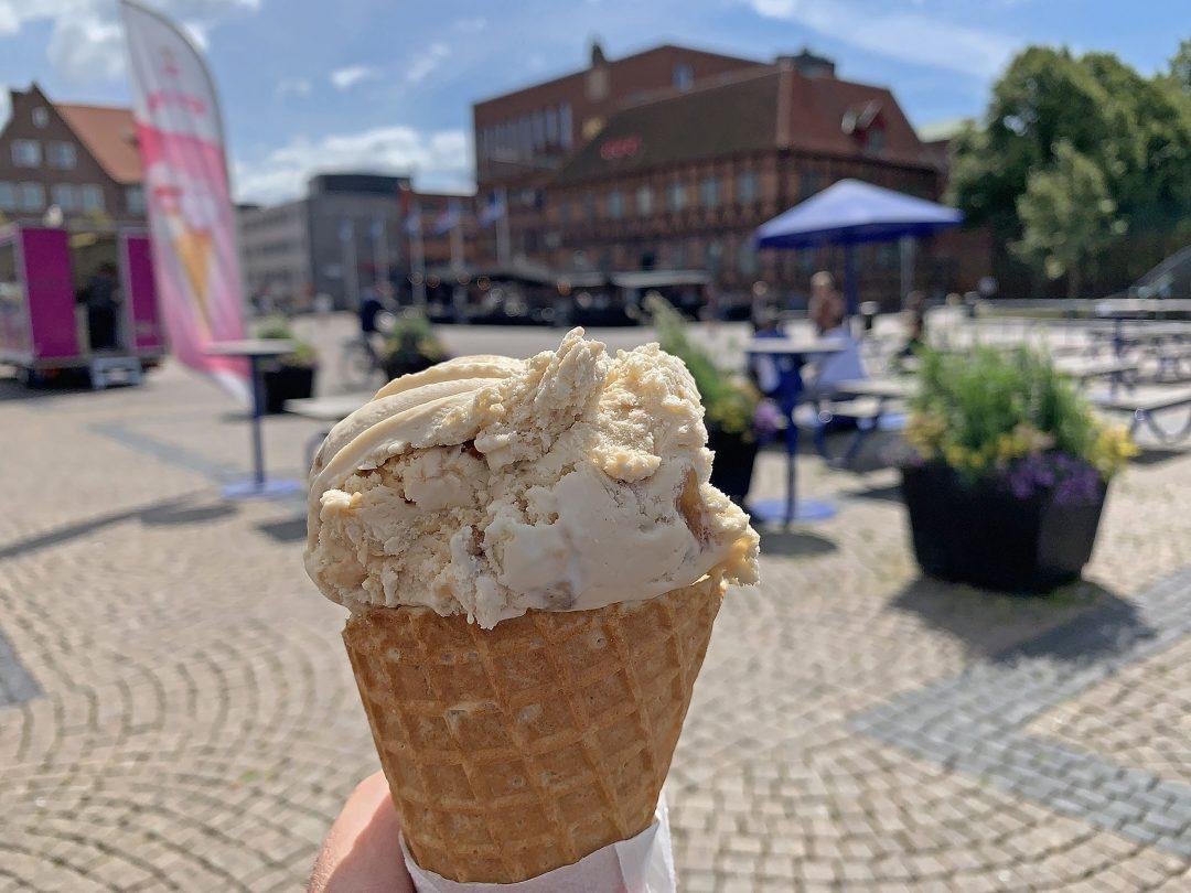 God glass på torget I Halmstad.