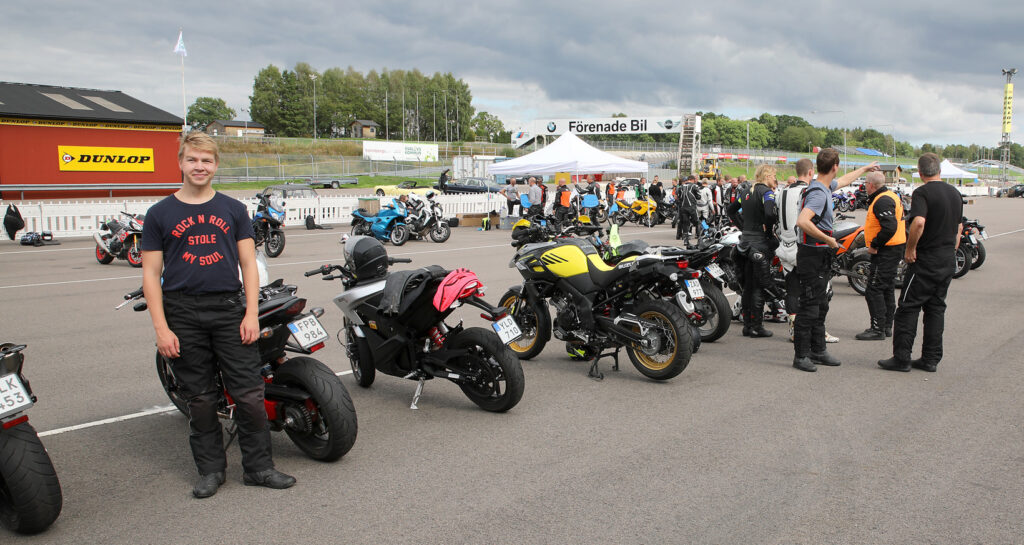 Hampus Hammarbäck kör Honda CB1000R på Knutstorp i den grupp Zeron deltar i. Foto: Petter Hammarbäck