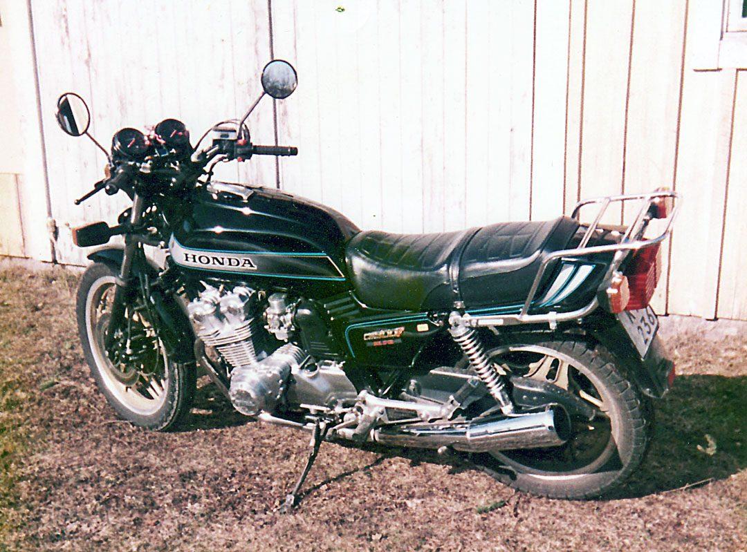 Honda F1 900 Bol Dor 1981 i min ägo mellan 1983-1985. Minns den som en ganska tråkig hoj som vobblade så fort man kom upp i lite högre hastigheter. Fast det kanske var en bra broms för en allt för fartglad 20-åring.