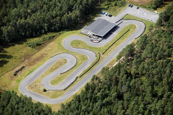 Scandinavian Kartway är en 555 meter lång och 7 meter bred bana med 8 meters bredd på start och målrakan. Scandinavian Raceways är 4 025 meter lång. Foto: Scandinavian Kartway