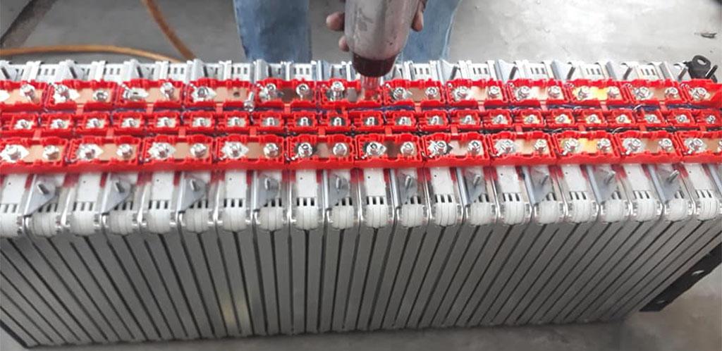 Batterimoduler från Nissan Leaf till salu som solcellsbatterier på Facebook-gruppen Nissan Leaf Battery DIY: https://www.facebook.com/groups/leaf.diy