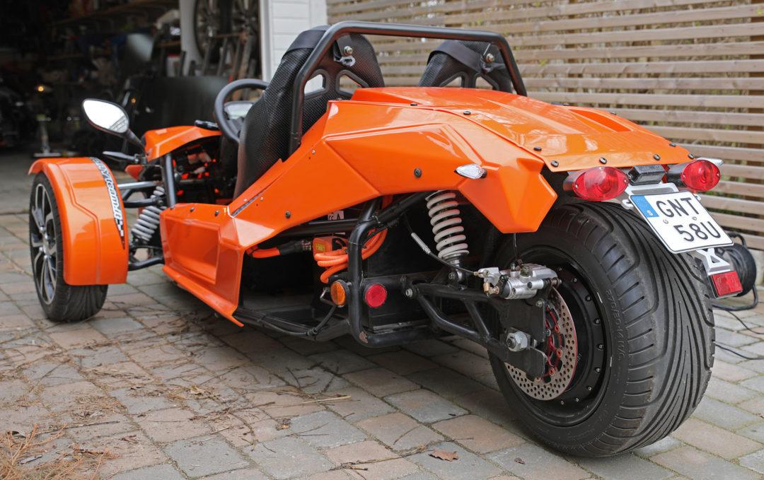 I det feta bakhjulet sitter även en elektrisk navmotor på 30 hk/93 Nm som driver den omvända triken.
