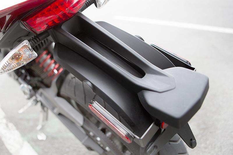 Zero Rainguard är ett prisvärt tillbehör för den som kör i regn med packning eller ryggsäck. Foto: Zero Motorcycles