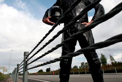 Mitträcken med virar är billigare att sätta upp, men kan vara en direkt fara för motorcyklister. Foto: Sveriges MotorCyklister