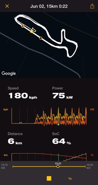 Zero har även tagit fram en ny app till SR/F:en där man kan kommunicera på distans, få meddelanden om laddning och spara och visa data från en tur.