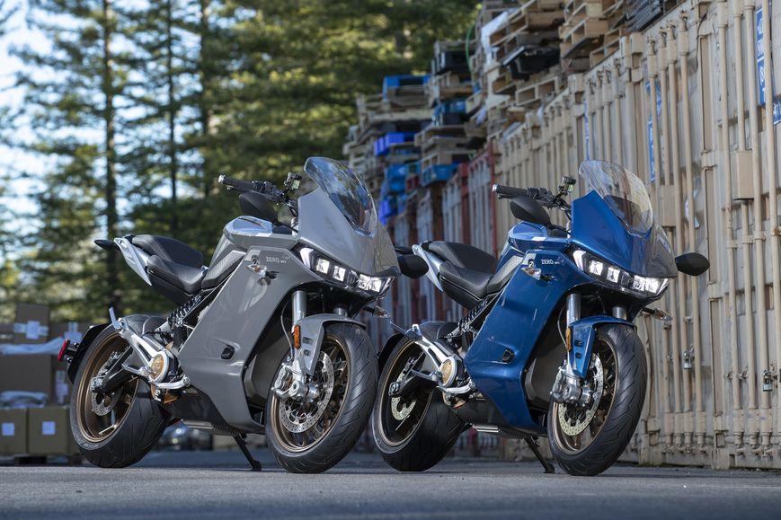 Zero SR/S finns i färgerna blått och grått och i utrustningsnivåerna Standard och Premium. Foto: Kevin Wing, Zero Motorcycles.