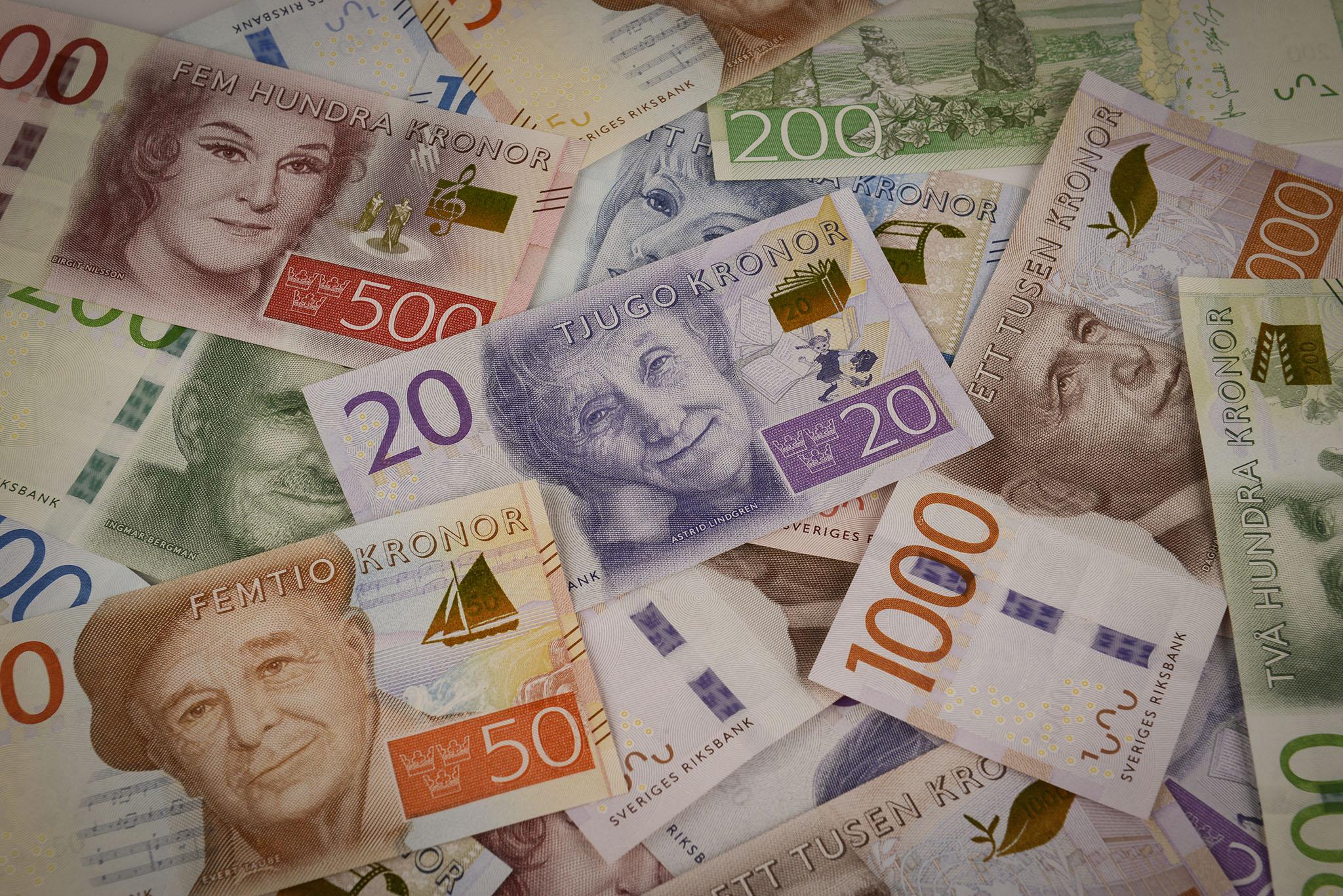 Pengar i handen på några få dagar. Foto: Riksbanken