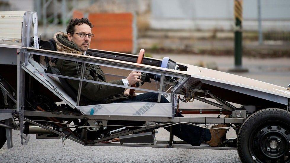 Thomas Koch rattar en tidig version av Egoist som prototyp. Bildkälla:Ecoist.