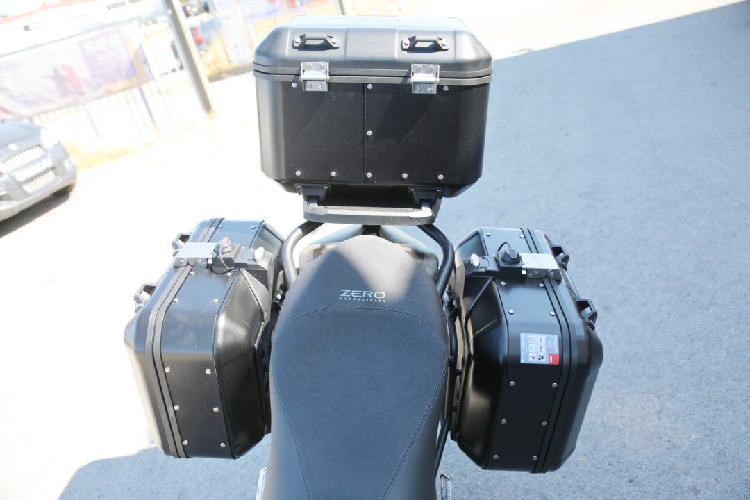 Zero DSR Black Forest Edition är en fullutrustad version av DSR med Givi Trekker aluminiumväskor, komfortsadel, extraljus, touringruta, motorbågar mm.
