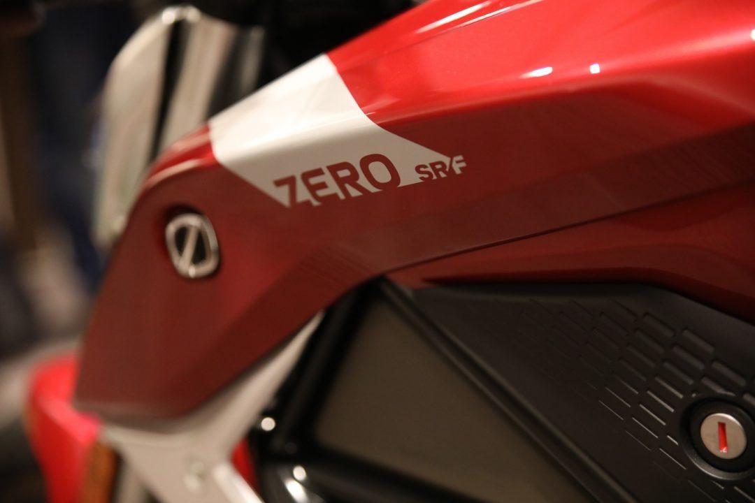 """Nya Zero SR/F uttalas """"Surf"""" i Californien där den tillverkas."""