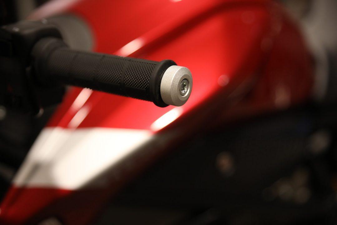Styrändar i aluminium på Zero SR/F Premium.