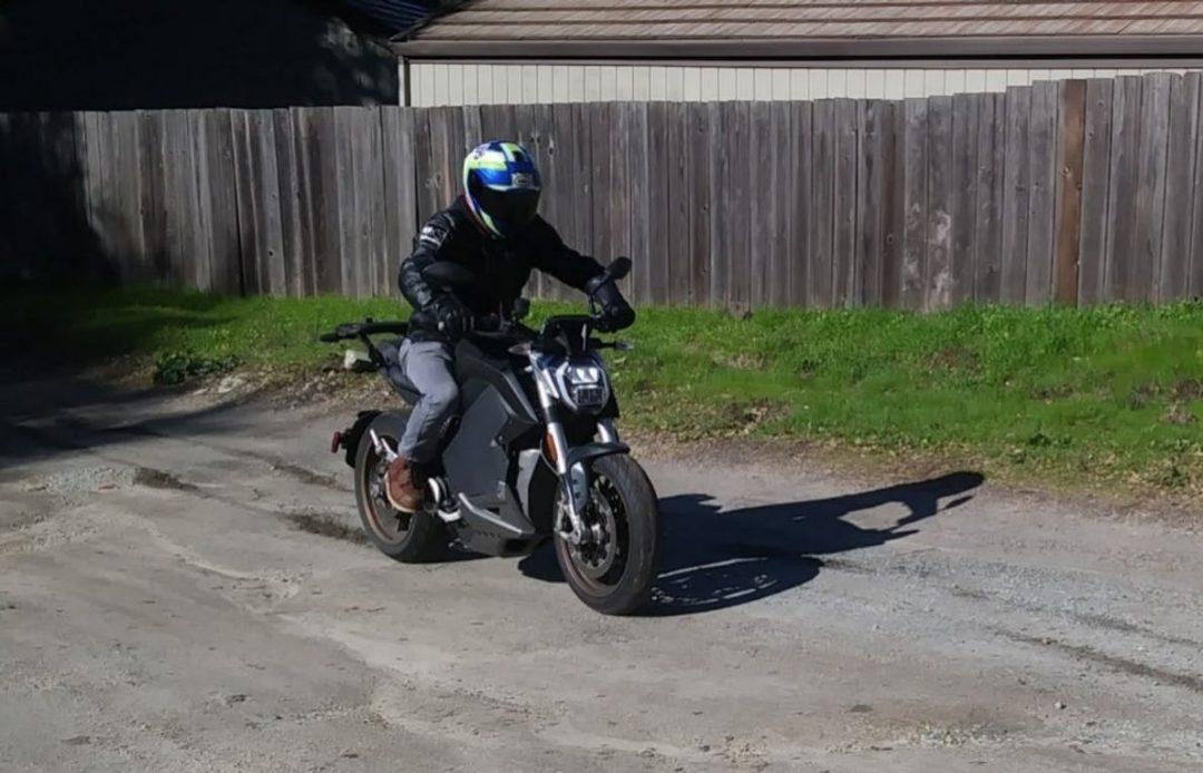 Zero SR/F med Bosch MSC in action på grus. Bildkälla: Zero Motorcycles.