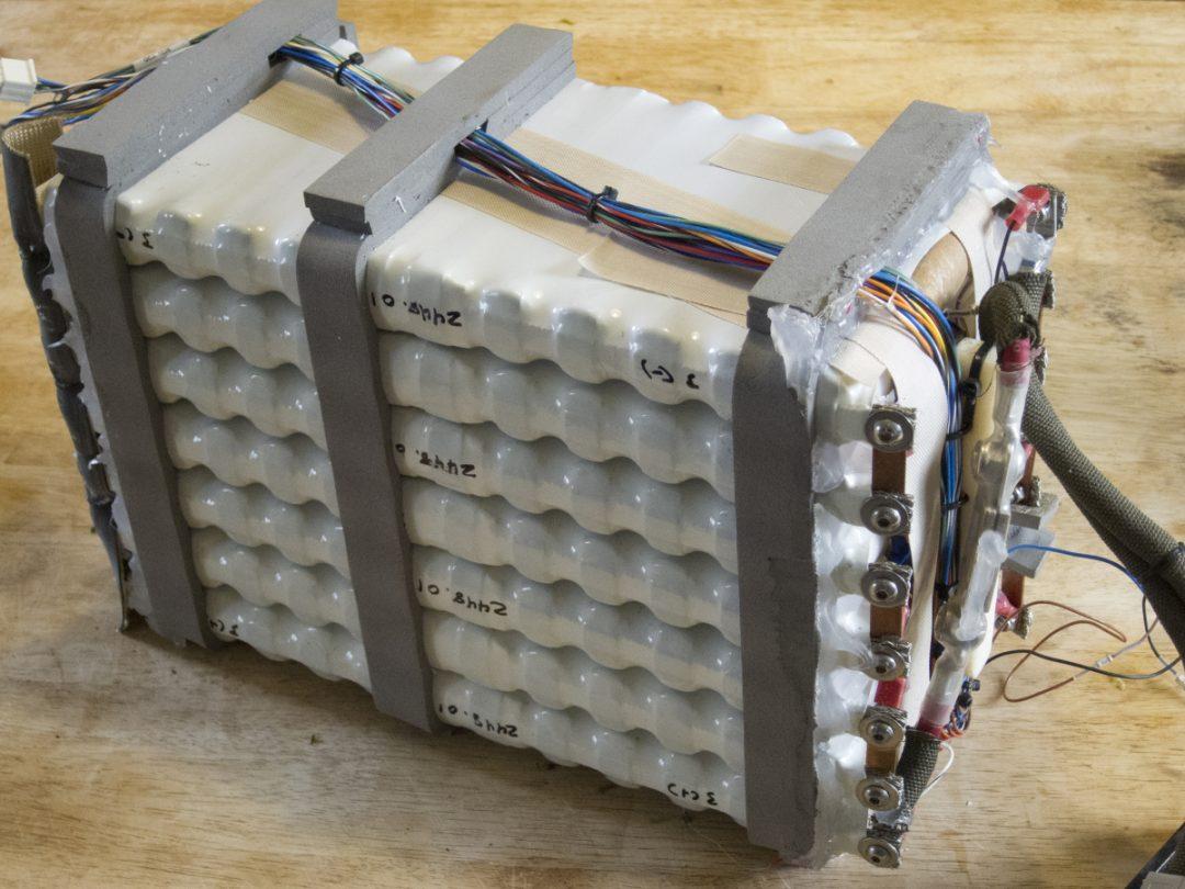 Innehållet i ett batteripack till en Zero X från 2010. Bildkälla: The Electric Cronicles