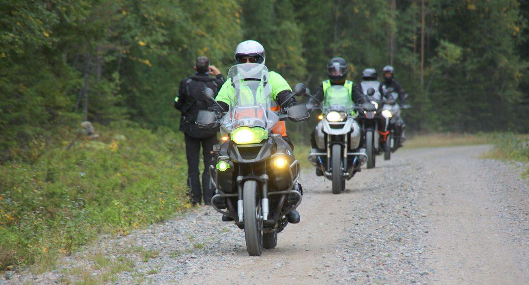 Dalarnas pärlor grupp 2 kommer in för kafferast. Foto: Petter Hammarbäck