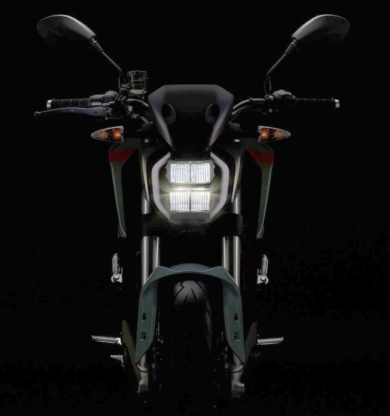 Zeros teaser-bild av SR-F upplättad i Photoshop.